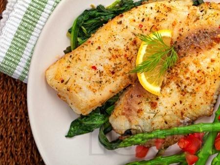 Печена риба тилапия в лимонов маслен сос - снимка на рецептата